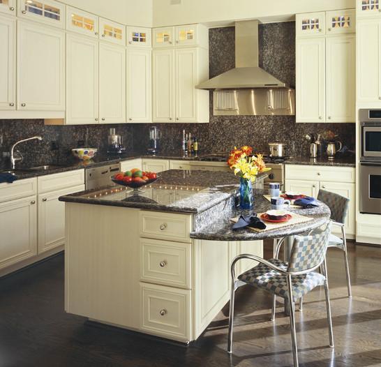 Laura barnett designs old town brownstone for Brownstone kitchen ideas